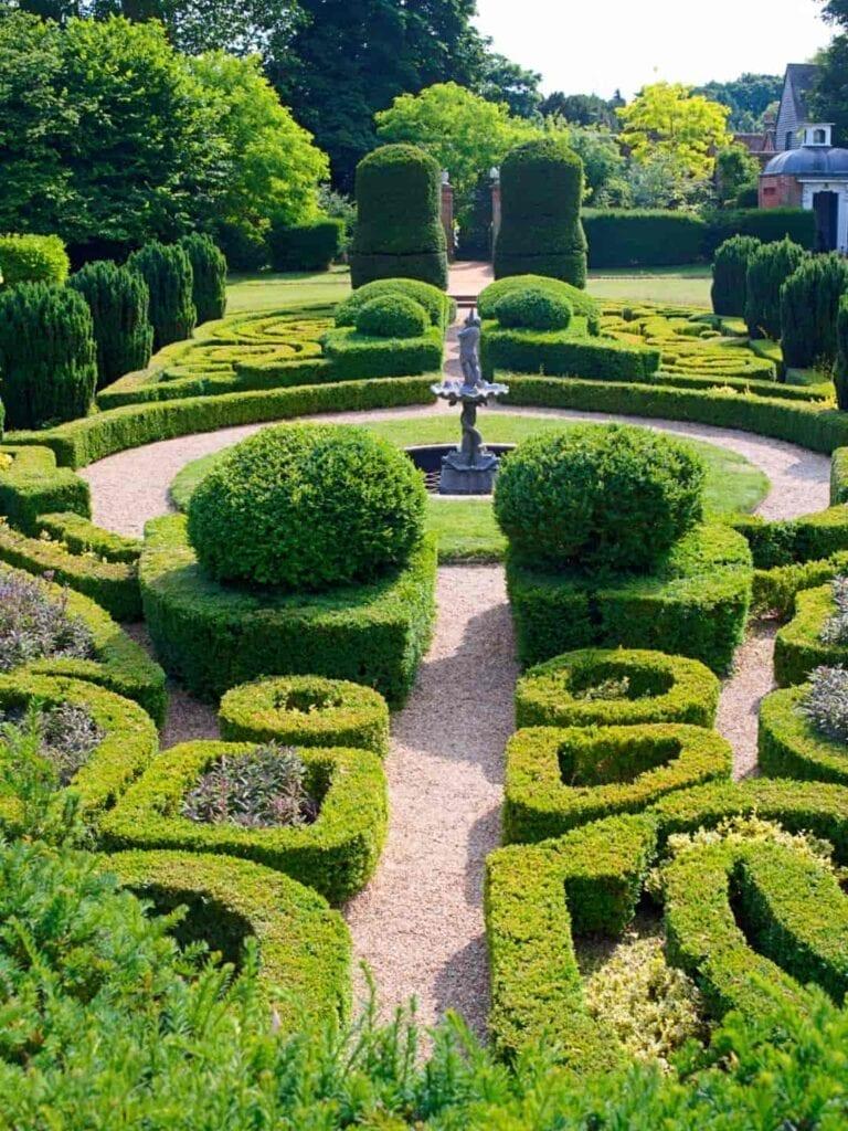Ambiance Ecopaysages Saint-Maximin Brignoles Aix-en-Provence Paysagiste Jardinier Espaces Verts Jardins création paysagère labyrinthe parc