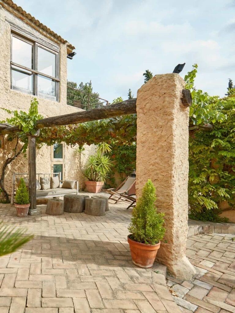 Ambiance Ecopaysages Saint-Maximin Brignoles Aix-en-Provence Paysagiste Jardinier Espaces Verts Jardins terrasse en pierre maison